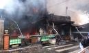 Lửa cháy đùng đùng thiêu rụi 7 ngôi nhà, dân bỏ chạy toán loạn