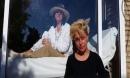 Căn bệnh khiến người phụ nữ cô đơn đến suốt đời, không thể ôm ai