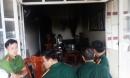 Phá tường, cứu 3 mẹ con trong căn nhà đang cháy