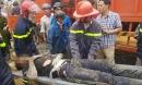 Sập cây xăng đang thi công, 7 người bị vùi lấp
