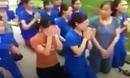 Vụ nhiều cô giáo quỳ, lạy trước đầu ô tô: Thông tin bất ngờ từ Chủ tịch thị trấn