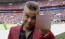 'Ngón tay thối' của ca sĩ hát chính gây phẫn nộ tại khai mạc World Cup
