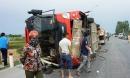 Lật xe khách, 2 người trong gia đình tử vong, 7 người cấp cứu
