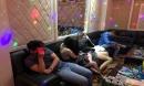 """16 nam, nữ tổ chức """"thác loạn"""" trong 3 phòng của quán karaoke lúc rạng sáng"""