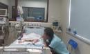 """Con gái 17 tháng khỏe mạnh bị suy đa tạng, cha mẹ giật mình khi """"họa"""" từ một vết xước"""
