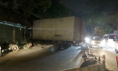 Kinh hoàng ô tô tải 5 tấn mất lái đâm sập nhà dân