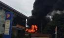 Bắc Ninh: Cháy nổ lớn tại trạm điện sát vách cây xăng, người dân bỏ chạy toán loạn