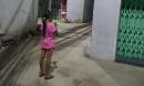 Câu chuyện về bé gái bán vé số mù chữ trong con hẻm bình dân khiến ai cũng phải rơi nước mắt