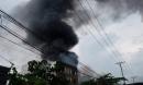 Cháy lớn ở TP.HCM, cột khói bốc cao hàng chục mét