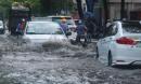 Mưa lớn 40 phút, khu nhà giàu ở Sài Gòn chìm trong biển nước