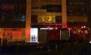 Hà Nội: Cháy chung cư trong đêm, lính cứu hỏa phá cửa kính