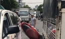Sốc với hiện trường vụ tai nạn xe máy bị kẹp giữa 2 ô tô