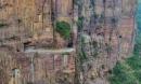 Tim đập chân run đi trên những con đường núi quanh co, sẩy chân là chết