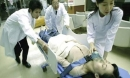 Một phụ nữ đột ngột qua đời sau khi tắm kiểu này mà quá nhiều người Việt đang mắc phải
