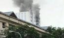 Cháy lớn nhà cao tầng đang hoàn hiện, công nhân bỏ chạy tán loạn