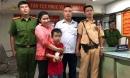 """Đi xem """"bão"""" sau khi Việt Nam 2 lần """"phá lưới"""" Malaysia, bé trai 7 tuổi bị lạc mẹ"""