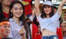 Fan girl sexy và 'bạn gái tin đồn' Văn Đức rạng rỡ cổ vũ tuyển Việt Nam
