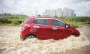 Kinh nghiệm lái xe qua vùng ngập nước, hạn chế tối đa rủi ro