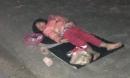 Xót xa bé gái 5 tuổi ngủ vỉa hè trong đêm lạnh, công việc bé làm còn đáng thương hơn
