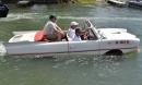 Hình ảnh ô tô mui trần lội nước giá 1 tỷ: Về Sài Gòn không lo ngập lụt