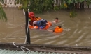 Cứu 4 cô gái mắc kẹt trong ngôi nhà chìm sâu dưới nước