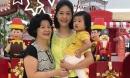 3 thế hệ cơ trưởng Huỳnh Lý Đông Phương chung 1 khung hình: Mẹ ruột đẹp quý phái, con gái nhỏ siêu dễ thương
