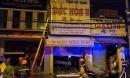 Tiệm vịt quay phát hỏa, nhiều người thoát ra từ mái nhà