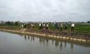 Đi thăm ruộng lúa, người dân tá hỏa phát hiện thi thể trôi trên kênh