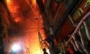 Không chạy được do kẹt xe, gần 60 người chết thảm trong đám cháy