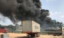 Cháy xưởng phế liệu, nhiều người ôm tài sản tháo chạy giữa trưa