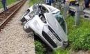 Vụ tàu hỏa húc văng ô tô: 5 nạn nhân đi ăn cưới là anh em