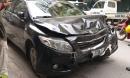 Hà Nội: Ô tô mất lái, hai mẹ con trên đường đến trường thoát chết trong gang tấc