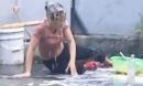 Đổ trứng lên đầu mẹ, ôm bom giả hù dọa… trò câu view đáng sợ của Youtuber