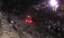 Xe Audi lao từ cầu vượt xuống vực sâu, tài xế thoát chết hy hữu