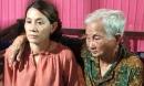 Phút trùng phùng của người mẹ 83 tuổi và con gái lưu lạc 22 năm