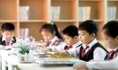 Cho con đi du học sớm: Bố mẹ còn muốn đẩy ra xa, ai sẽ yêu thương con?