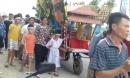 Đám tang đẫm nước mắt của nữ nhân viên bán xăng bị sát hại: Hai đứa con trai ngơ ngác tìm mẹ