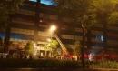 Hà Nội: Cháy chung cư, nhiều hộ dân bỏ chạy xuống đường lúc nửa đêm