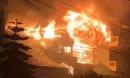 Cháy lớn gần trung tâm y tế thị trấn Sapa, nhiều du khách và người dân hoảng sợ bỏ chạy