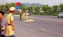 Một công nhân thiệt mạng khi đi bộ qua đường