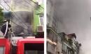 Chập điện biển quảng cáo, nhà 5 tầng bốc cháy trong cơn mưa