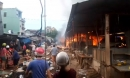 Lửa đỏ rực nhấn chìm chợ ở Bình Định, tiểu thương gào khóc trong bất lực