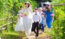Đám cưới đặc biệt của chú rể cao 1m4 và cô dâu 1m94 gây xôn xao