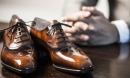 Bố mới mất, bí mật về đôi giày trước cửa nhà làm tôi hoảng sợ