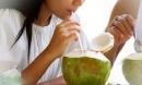 Uống nước dừa kiểu này là độc hơn thạch tín, nhiều người vẫn uống sai cách mà không biết
