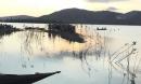 Nhóm học sinh bị lật xuồng giữa hồ, 1 nam sinh mất tích
