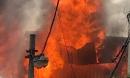 Hà Nội: Xưởng mộc bốc cháy kinh hoàng, nhiều xe cứu hỏa được điều động
