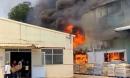 Công ty gốm sứ ở Bình Dương bốc cháy ngùn ngụt