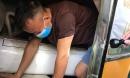 Phát hiện 3 người trốn dưới hầm xe khách để tránh kiểm tra y tế và cách ly tập trung