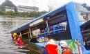 Tài xế TQ lao xe buýt xuống hồ khiến 21 người chết để 'trả thù xã hội'